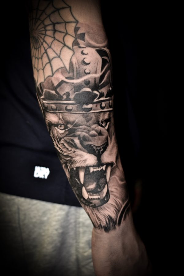 Tattoo lion crown